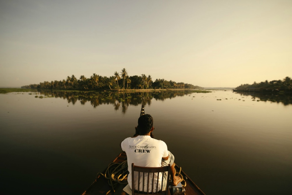 SPIRITUÁLNÁ JUŽNÁ INDIA <br>  DEŇ 9: BACKWATERS<br>  - Plavba na Housboate<br>  - Backwaters a jazero Vembanad <br>