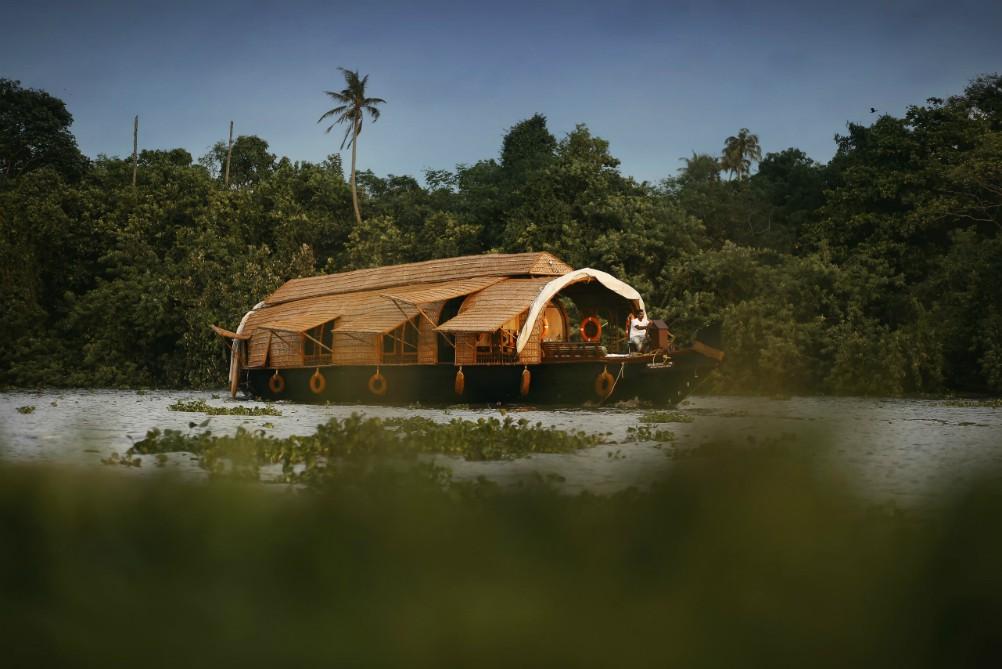 SPIRITUÁLNÁ JUŽNÁ INDIA <br>  DEŇ 10: BACKWATERS<br>  - Plavba na Housboate<br>  - Backwaters a jazero Vembanad <br>
