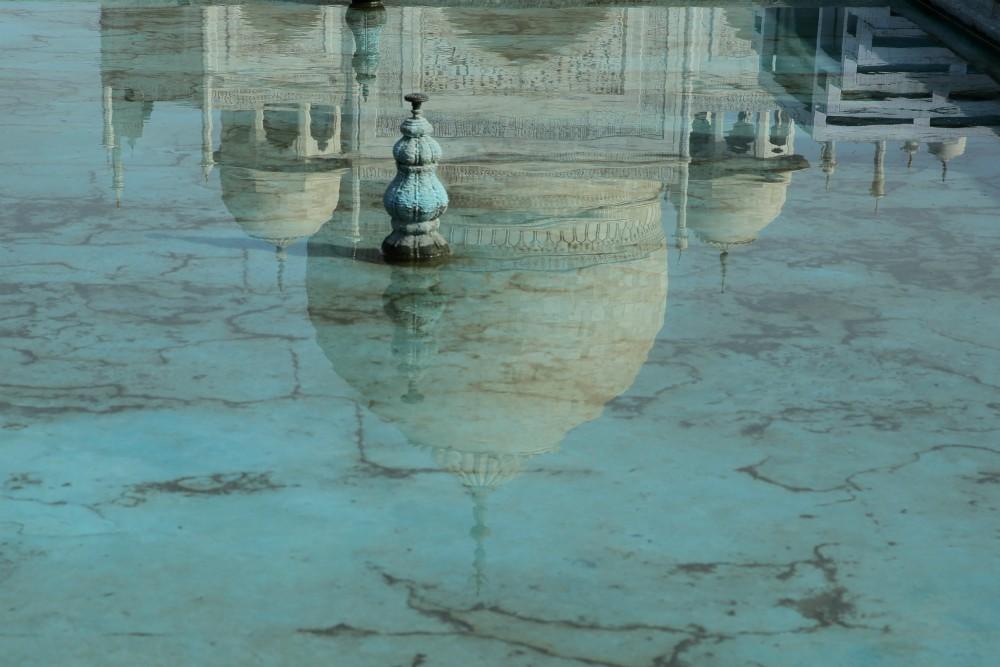 INDIA - ZLATÝ TROJUHOLÍK <br> DEŇ 4: AGRA<br> - Presun do Agry<br> - Červená pevnosť <br> - Taj Mahal<br> - Umelecké centrum<br> - Mramorová dielňa<br>