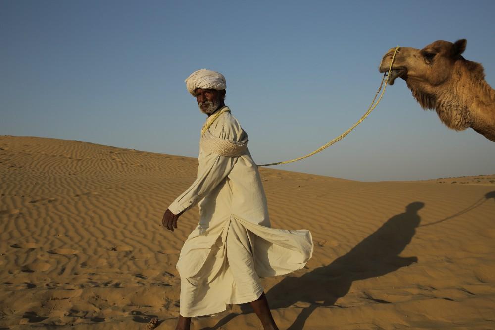 INDIA - MAGICKÝ RAJASTHAN <br> DEŇ 12: JAISALMER <br> - Návšteva púšte Thar <br> - Jazda na ťavách <br>  - Západ slnka<br>