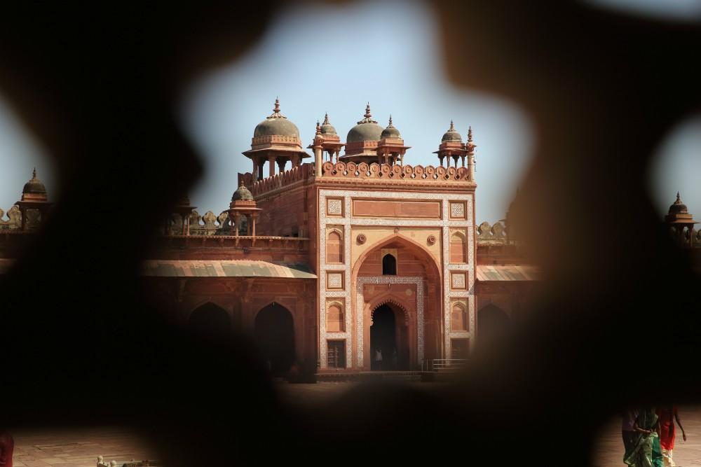 INDIA - ZLATÝ TROJUHOLÍK <br> DEŇ 5: FATEHPUR SIKRI<br> - Presun do mesta Jaipur<br> - Návšteva Fatehpur Sikri<br> - Mughalská architektúra<br> - Večerná prechádzka Jaipurom<br>