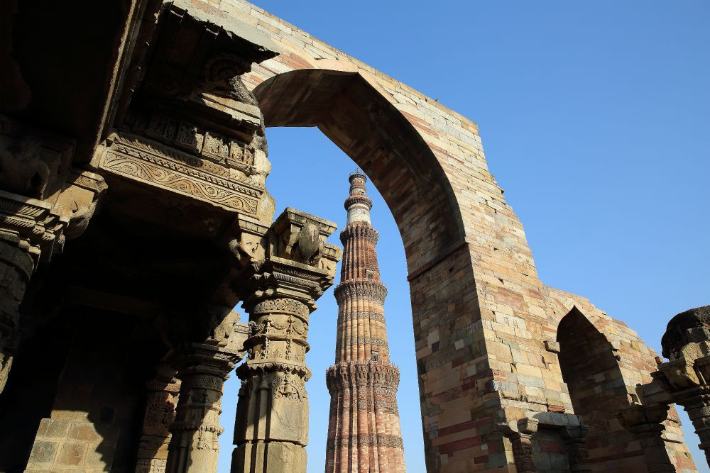 INDIA - MAGICKÝ RAJASTHAN<br> DEŇ 2: DILLÍ <br> - Prílet do Dillí<br> - Transfér do hotela<br> - Qutub Minar<br> - Humayunová hrobka<br> - Lodiho záhrady<br>