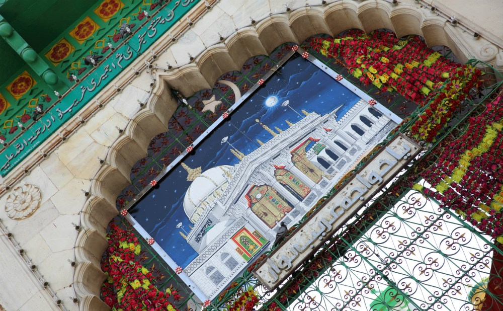 INDIA - MAGICKÝ RAJASTHAN <br> DEŇ 7: AJMER <br> - Návšteva chrámu Dargah Sharif <br> - Postopách Moinuddin Chishtiho <br>