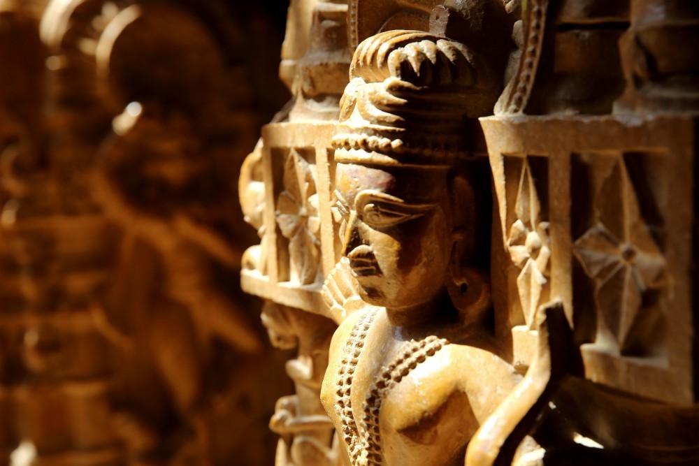 INDIA - MAGICKÝ RAJASTHAN <br> DEŇ 12: JAISALMER <br> - Návšteva jazera Gadisar <br> - Pevnosť Jaisalmer <br>  - Komplex džainistických chrámov<br>  - Komplex Haveli palácov<br>