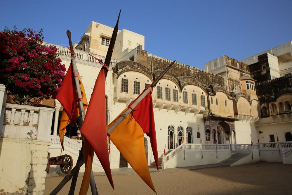 INDIA - MAGICKÝ RAJASTHAN <br> DEŇ 15: MANDAWA <br> - Návšteva Paláca Mandawa <br> - Komplex Haveli palácov <br>