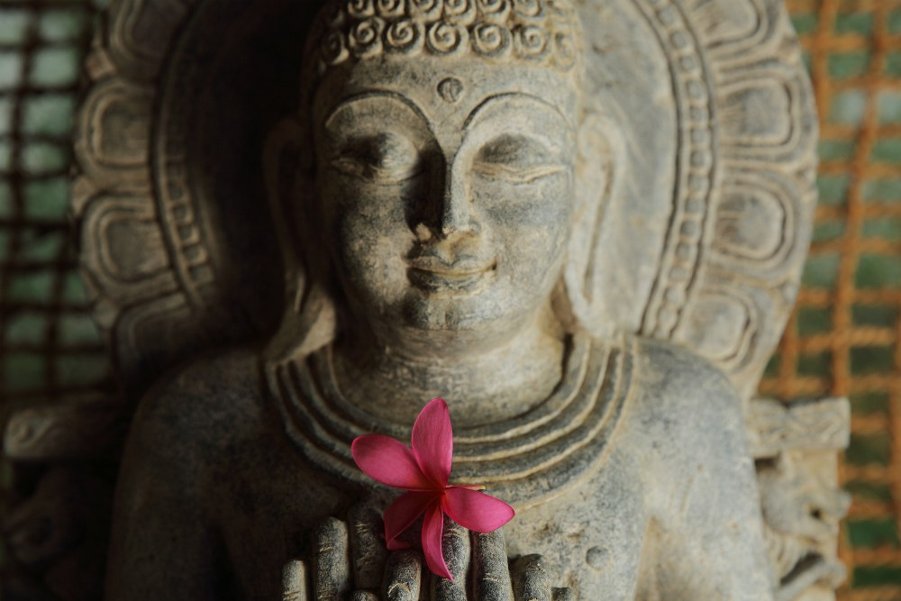 CLIFF VIEW AYURVEDA RETREAT<br>-<br>Všechny elementy země se spojí dohromady, jakmile zavřete oči a otevřete se nové energii, přinášené chladivým vánkem, který pomáhá obnovit rovnováhu těla, mysli a duše.