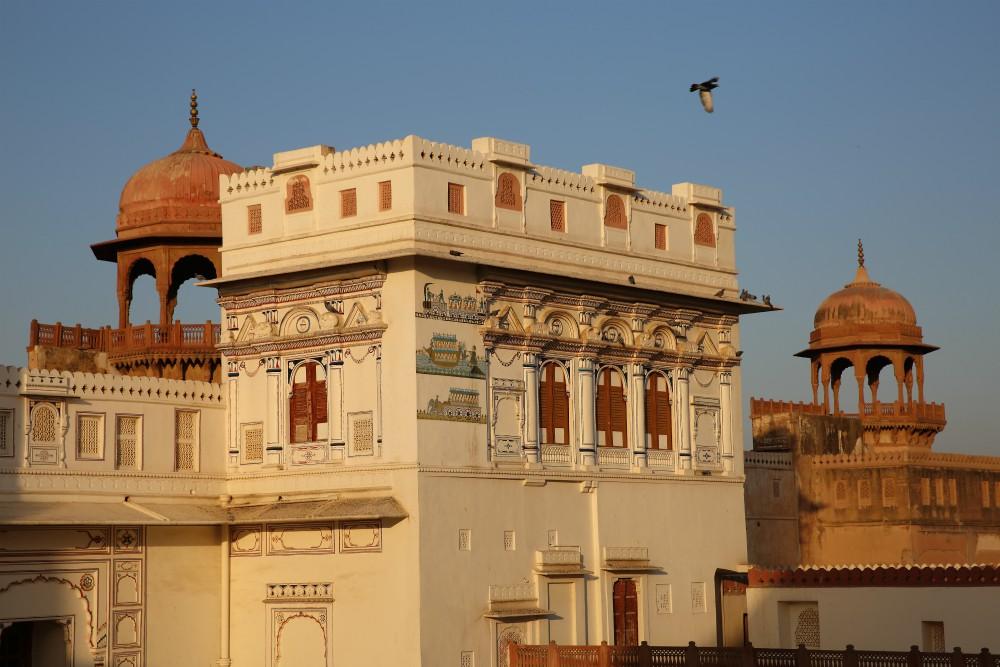 INDIA - MAGICKÝ RAJASTHAN <br> DEŇ 13: Bikaner <br> - Návšteva Pevnosti Junagarh <br> - Opičí chrám <br>  - Komplex Haveli palácov<br>  - Staré mesto a trh<br>
