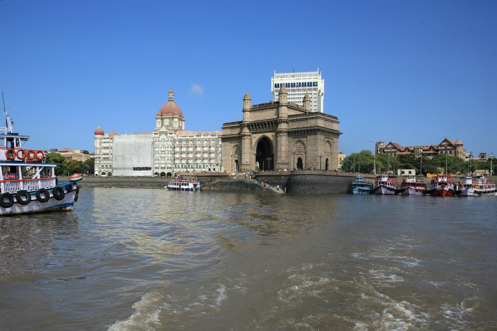 GRAND TOUR INDIOU  <br> DEŇ 10: MUMBAI <br> - Prelet do Mumbaja <br> - Prehliadka mesta <br> - Bulvár Marine Drive<br> - Mešita Haji Ali Dargah<br> - Dom Mahatma Gandhiho <br> - Práčovňa Dhobi Ghats<br>