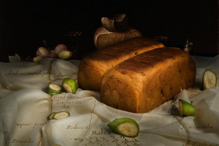BREUDHER - PŘÍBĚH HOLANDSKÉHO CHLEBAVýrobci breudheru v pekárně Quality Bakery s čerstvě upečenými bochníky.