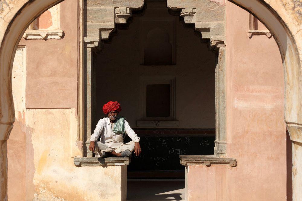 INDIA - ZLATÝ TROJUHOLÍK <br> DEŇ 6: JAIPUR  <br> - Transfér na pevnosť Amber  <br> - Jazda na slonoch, jeepoch  <br> - Prehliadka pevnosti  <br> - Popoludnie v meste Jaipur  <br> - Ružové trhovisko  <br> - Mestský palác <br> - Jantar Mantar <br>