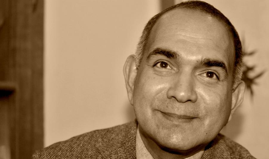 DR. GEORGE EASSEY <br> (1955-2013) <br> - <br> ESENCE AJURVÉDY