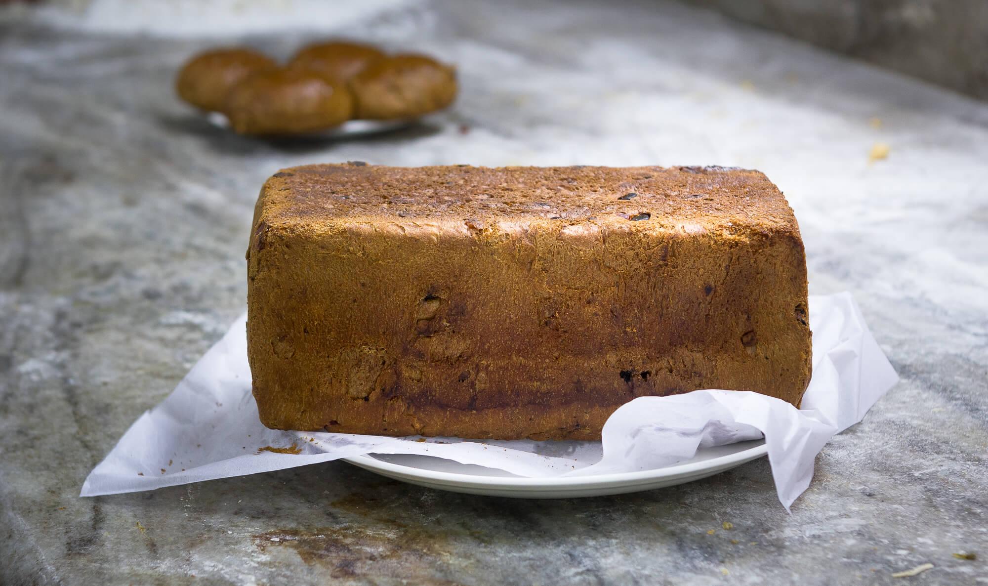 BREUDHER - PŘÍBĚH HOLANDSKÉHO CHLEBA<br>Bochník breudheru z Quality Bakery na Fort Cochinu.