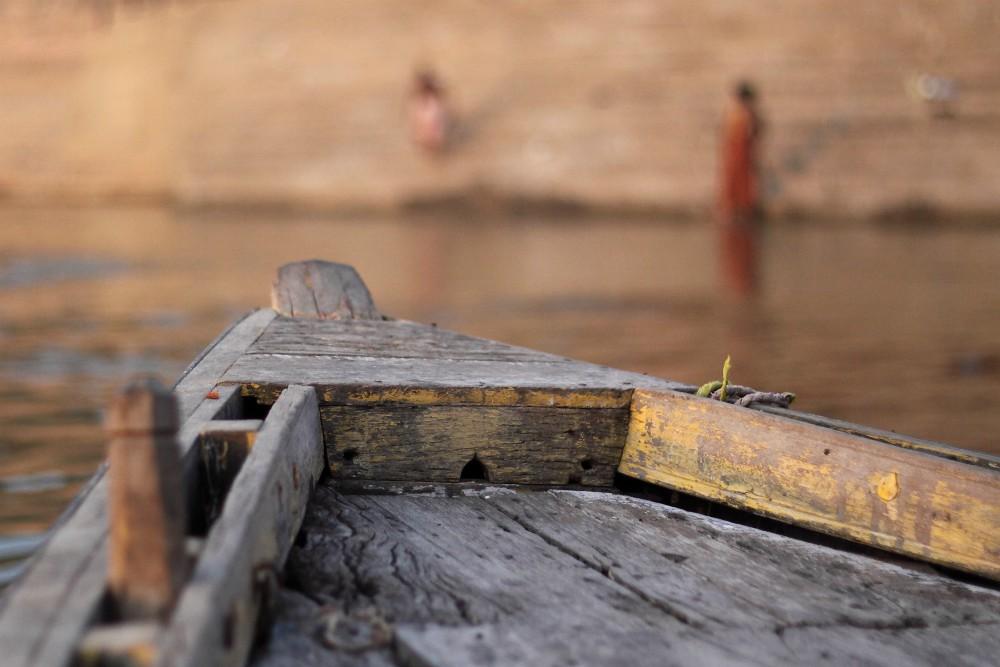 GRAND TOUR INDIOU<br> DEŇ 4: VARANASI <br> - Východ slnka na Gange <br> - Ranná plavba po rieke Ganga <br> - Gháty a mesto <br>  - Univerzita Benares <br>