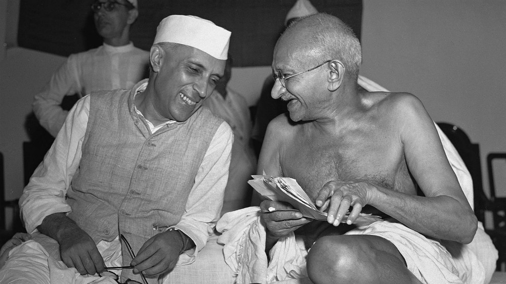 Jawaharlal Nehru in conversation with Mahatma Gandhi